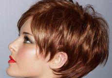 Crvena pixie/bob frizura