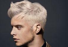 Platinasta muška frizura