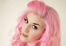 Pink frizura