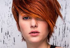Crvena pixie frizura