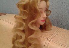 Polukovrčava frizura