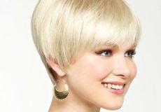 Platinasta kratka frizura