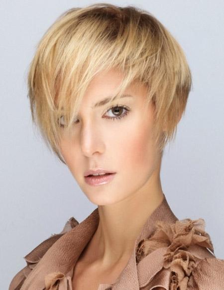 Stilovi za kratku ravnu frizuru