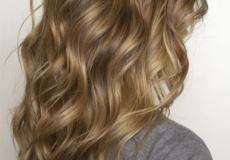 Duga medena frizura