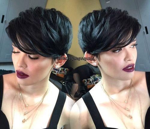 10 slatkih kratkih frizura za gustu kosu