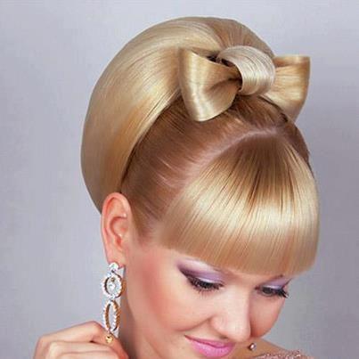 Posebna frizura s mašnicom!