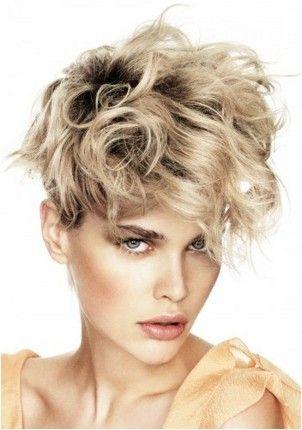 Neuredna kovrčava frizura