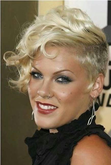 Pink - glame kratka frizura