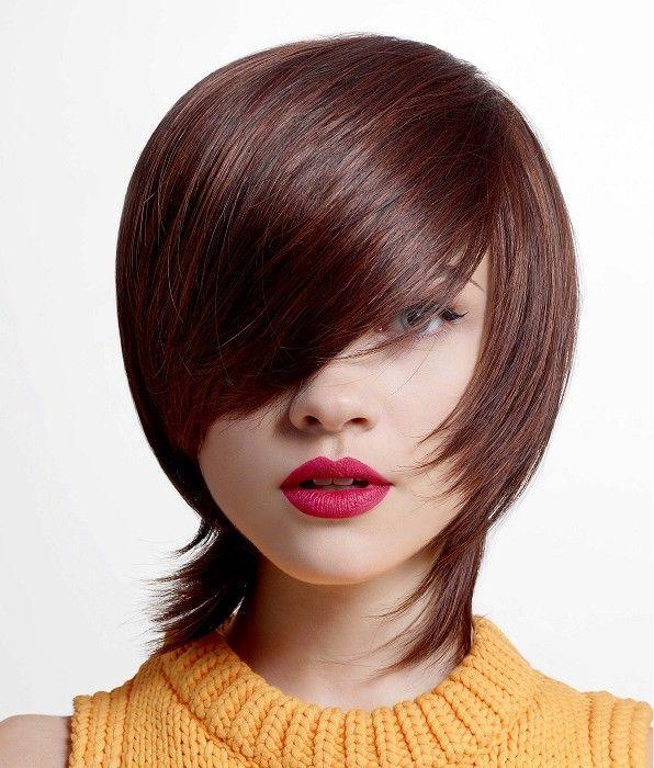Kratka smeđa frizura