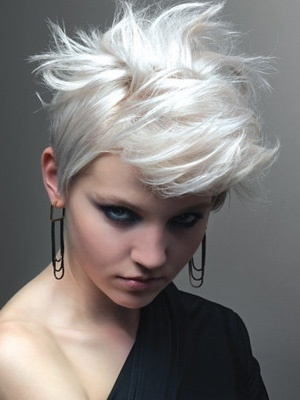 Kratka buntovna frizura